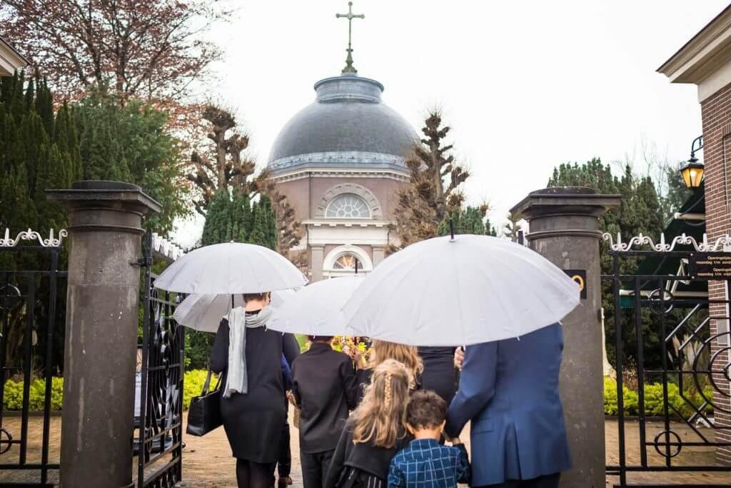 Begraafplaats St. Petrus Banden, Begrafenis, Den Haag, I Shoot Memories, Portretfotografie, Rouwceremonie, Rouwfotografie, Uitvaartfotograaf, uitvaartfotografie